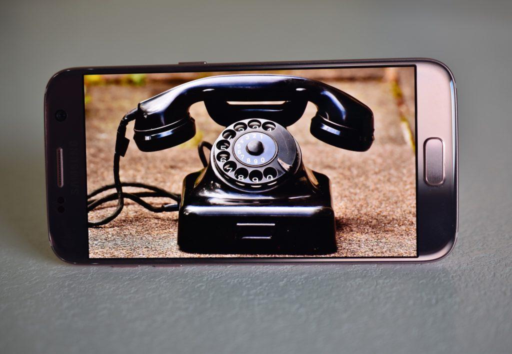 Nimm dein Telefon und ruf mich an